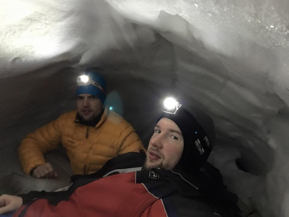 Semmering Rax snow hole camping
